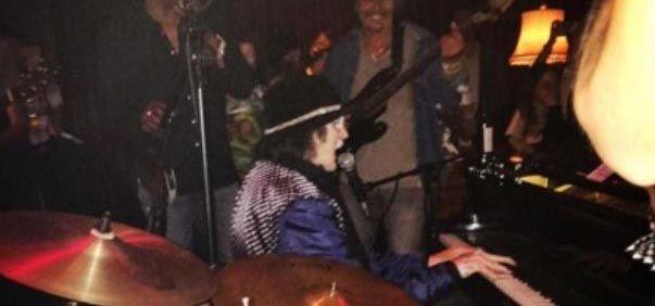Charly García dio un concierto íntimo con Mick Jagger y Ron Wood como espectadores de lujo