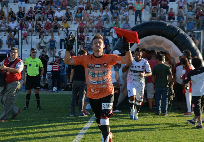 Sebastián Bértoli en la salida del equipo. (Foto UNO Juan Ignacio Pereira/ Juan Manuel Hernández)