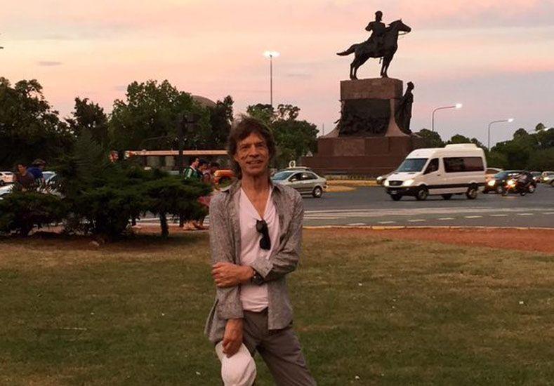 Mick Jagger salió a caminar por los parques de Palermo, se sacó fotos y agitó las redes sociales