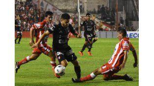 Atlético Paraná sorprendió sobre el final y derrotó a Instituto en Córdoba