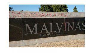 Chile pidió disculpas por el ataque al monumento de Malvinas.  Foto:Twitter