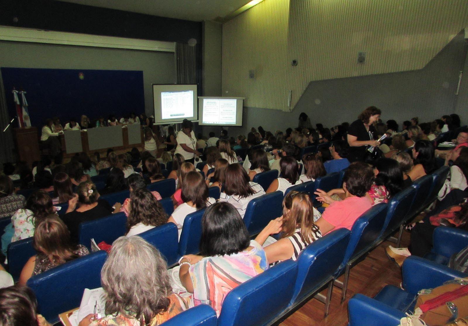 Peccín realizó el discurso hoy por la mañana en el salón del CGE. Foto/Agmer.