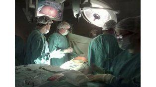 Histórico. Especialistas realizaron una cirugía inédita en el país.