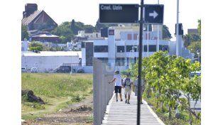 Propiedad privada. Avanzaron en la colocación de postes y las veredas que demarcan todo el lugar.  Foto UNO/Mateo Oviedo