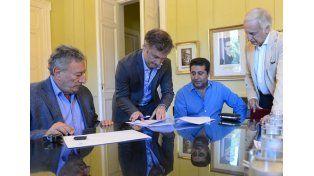 Gobierno y AFA firmaron este martes el acuerdo. (Foto: Télam)