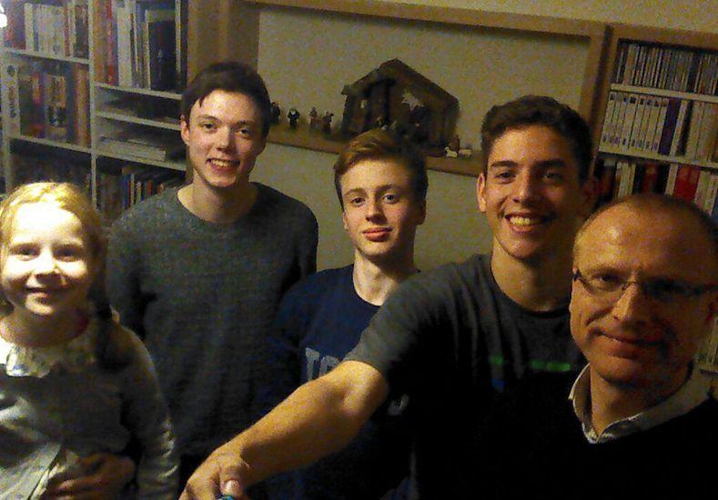 En familia. Gabriel comparte sus vivencias desde Francia
