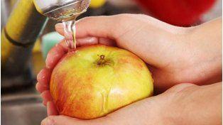 Lavar las frutas antes de comerlas es fundamental. Fuente/ Internet.