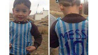 Messi recibirá al chico afgano que improvisó su camiseta con una bolsa de plástico
