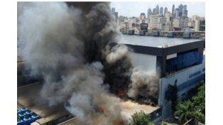 Ahora los bomberos que trabajan en la zona tendrían controlado el incendio. Foto/ Télam