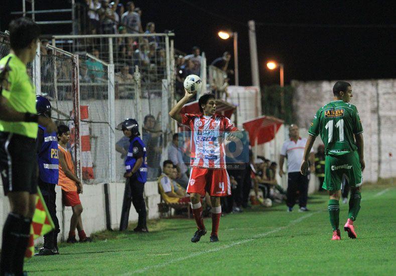 Galli fue importante en el ataque del Gato a pesar de ser lateral .    Foto UNO/Juan Ignacio Pereira