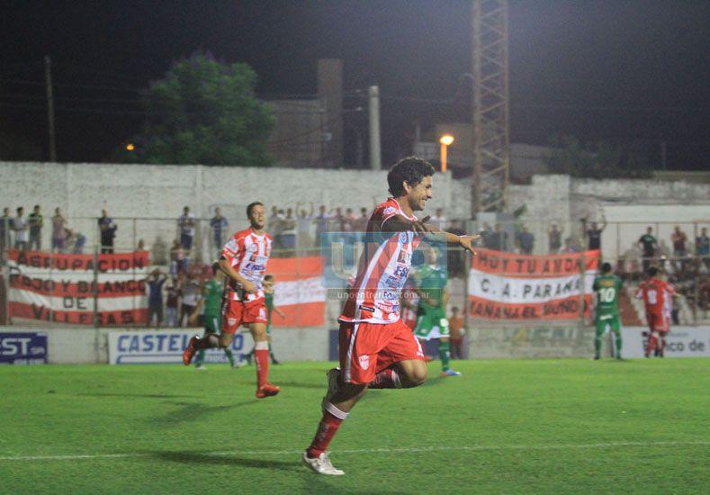 Ekkert festeja el gol del empate para el equipo paranaense en el estadio Mutio.  Foto UNO/Juan Ignacio Pereira