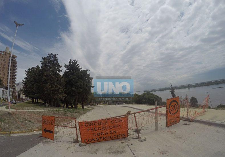 Calle Acuerdo de San Nicolás permanece cerrada en la zona alta del parque Urquiza. Foto/Juan Manuel Kunzi.