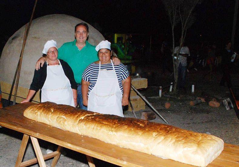 Esmero. Graciela hizo el año pasado un pan de 50 kilogramos.
