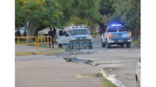 Prevención.  En la zona oeste de la capital entrerriana la Policía realizaba procedimientos.   Foto UNO/Juan Manuel Hernández