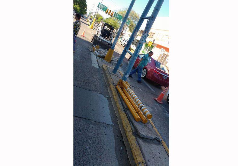 Pedido de la gente. Personas que pasaban por Urquiza y Ramírez fotografiaron cuando una máquina removía los postes de la puntera. Muchos solicitaron que no los saquen.