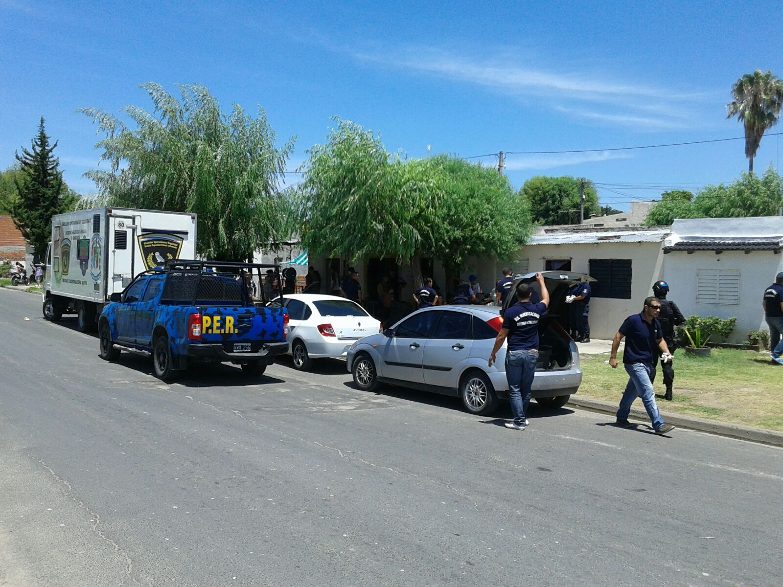 La policía llegó al Pirola buscando armas.