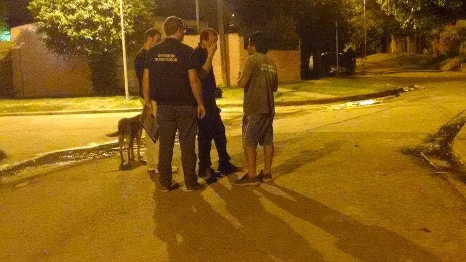 La policía trabajó en el barrio luego del asesinato. Gentileza Reporte 100.7.