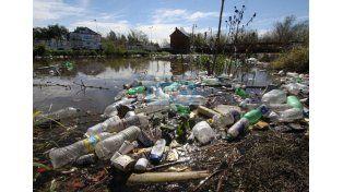 La basura en los arroyos de Paraná es un gran reservorio