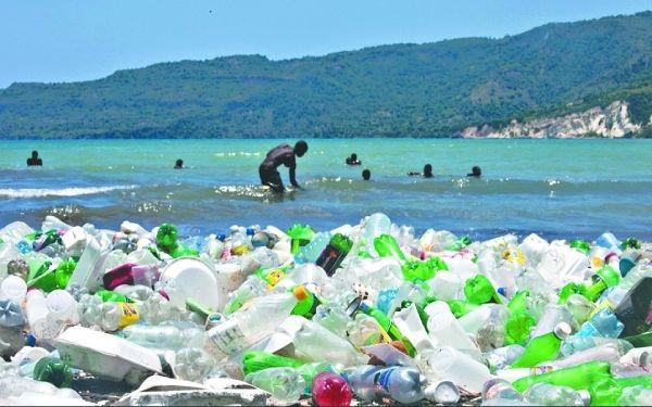 Entre 80 mil y 120 mil millones de dólares se pierden cada año en forma de envoltorios plásticos que no son reutilizados.