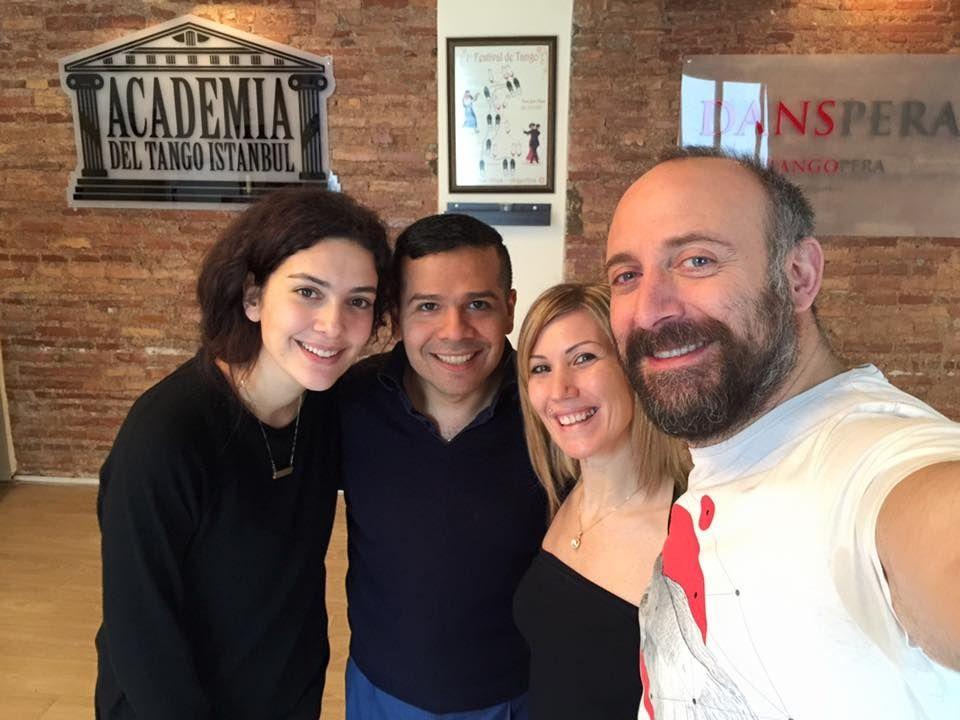 Onur y Sherezade toman clases de tango antes de venir a la Argentina