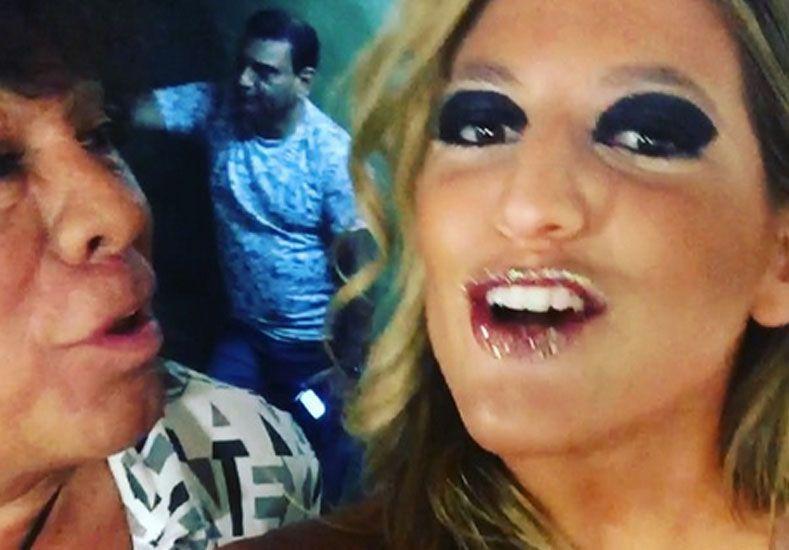 """Baile, besos y toqueteo entre Marian Farjat y """"La Mona"""" Jiménez"""