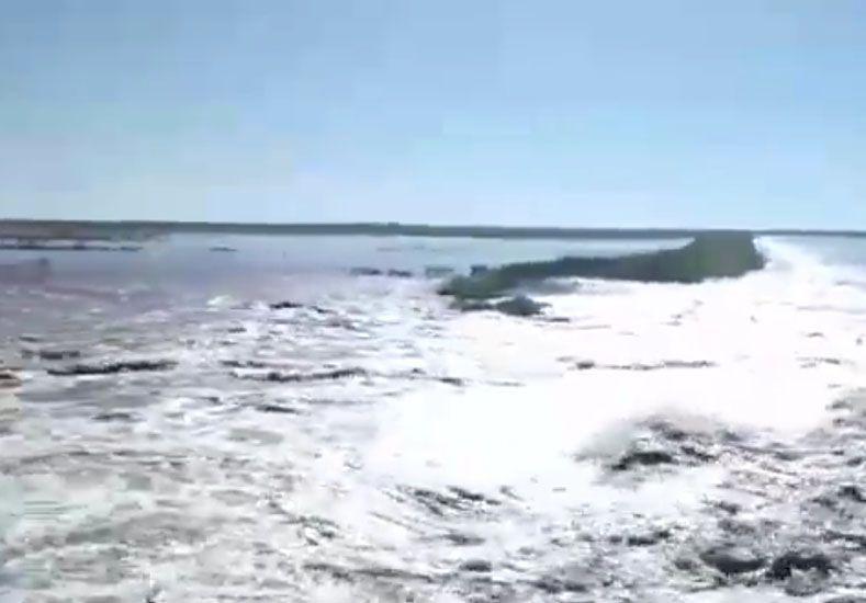 Por las constantes lluvias el río Gualeguay continúa creciendo.