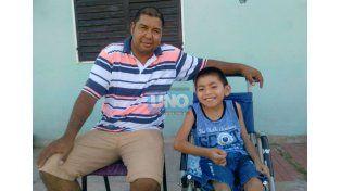 El papá de Camilo Albornoz pide que el Iosper le reconozca el pago de la cuidadora