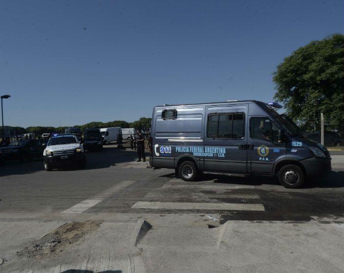 Con un fuerte operativo, Cristian Lanatta y Schillaci llegaron a los Tribunales Federales