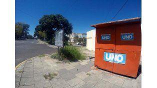Hoy a la mañana el kiosco de diarios y revistas estaba cerrado y la cartelera sin actividades.