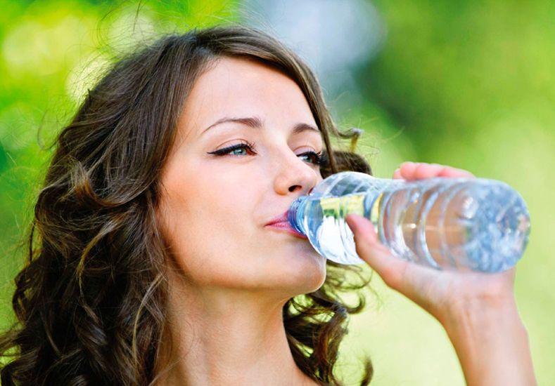 Cinco bebidas para mantener la panza plana
