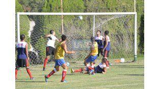 Los dirigidos por Edgardo Cervilla fueron muy superiores al equipo de la Liga de Paraná Campaña. (Foto UNO/Mateo Oviedo)