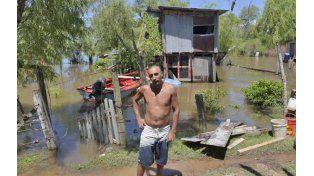 Compañía. Hernán vive desde hace un año en la isla para ayudar a su padre