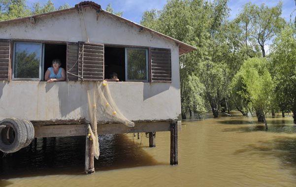 Exodo. Numerosas familias debieron elevar sus muebles y trasladarse a Rosario. Principalmente para no exponer a los niños