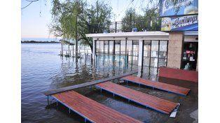 El restaurante del Rowing cerrado antes de que llegue el pico a Paraná. UNO/ Juan Manuel Hernández.