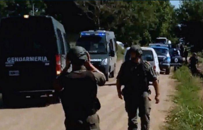 Las fuerzas de seguridad realizan un amplio operativo cerrojo para intentar dar con los prófugos del triple crimen.