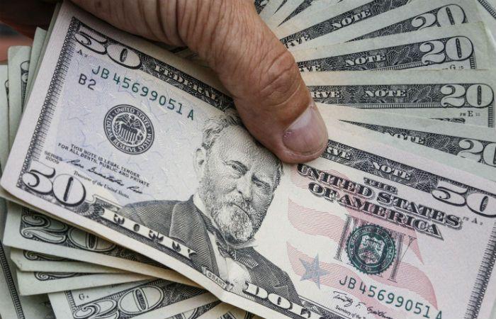 El dólar cayó 7 centavos a $ 15,63 tras el repunte de la semana pasada