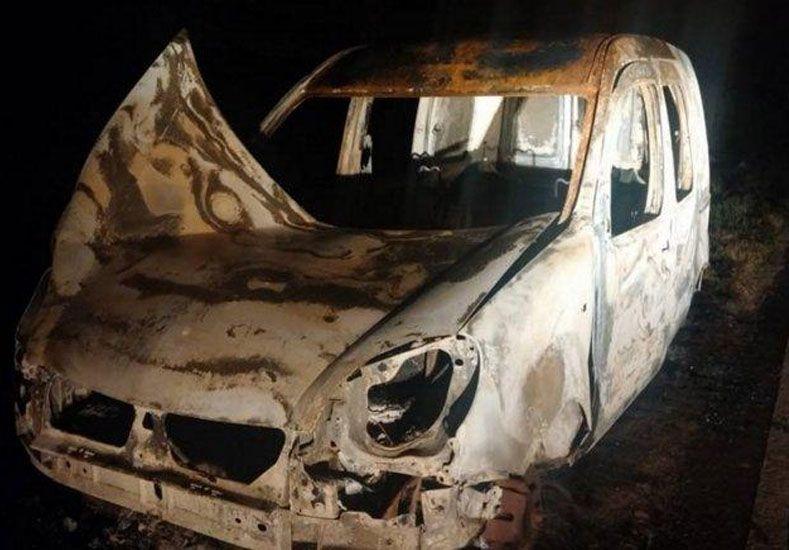 Hallaron una Kangoo quemada pero descartan que sea la robada a la suegra de Lanatta