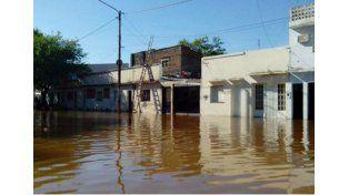 Entregan kits de limpieza a las familias inundadas para el retorno a sus hogares, en Concordia