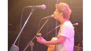 Coti ofreció un recital a beneficio de los inundados en Concordia
