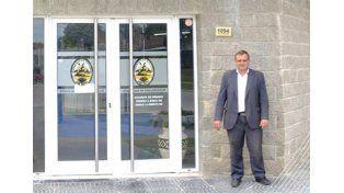 Extraño. En el Facebook del municipio Donda posa frente al edificio