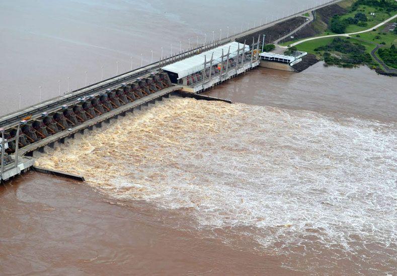 Sospecha. Creen que se retuvo demasiada agua y luego debieron inundar rápidamente río abajo.