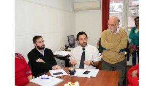 Respuesta. Dante Molina (de corbata) y Brunner salieron a aclarar los trascendidos del municipio.