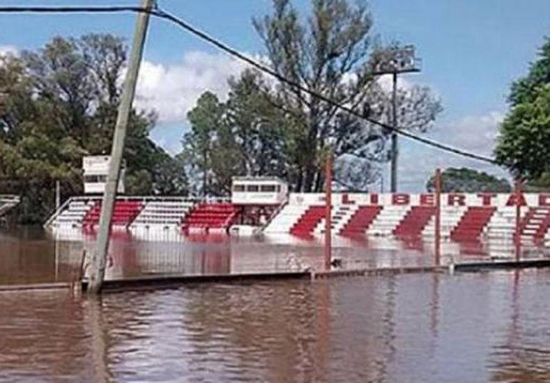 El estadio de Libertad de Concordia bajo agua