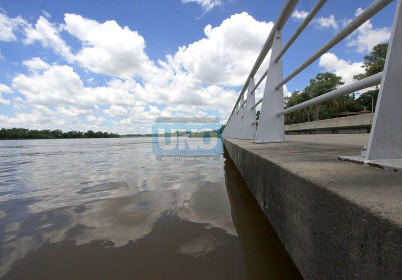 Desde la comuna aclararon que la estructura de la costanera no corre peligro (Foto: UNO/Juan Ignacio Pereira)