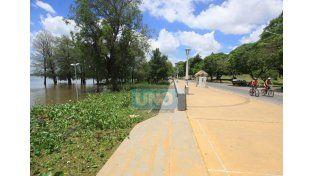 Advierten que en la vegetación que trae el río puede haber ofidios  (Foto: UNO/Juan Ignacio Pereira)