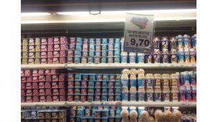 """""""Temporales"""". En algunos supermercados se sinceran con carteles."""