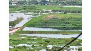 A la izquierda de la foto se observa el avance de las aguas del río y a la derecha
