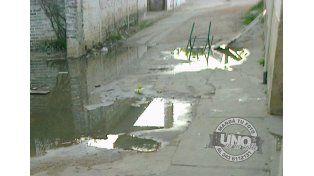 Cloacas desbordadas en barrio Paraná XVIII