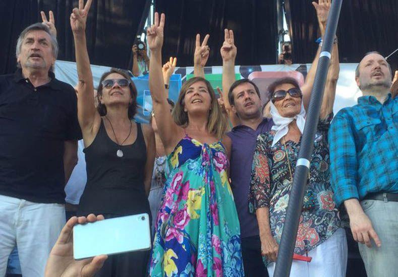 Miles de personas se concentraron en parque Saavedra a ver 678 al aire libre