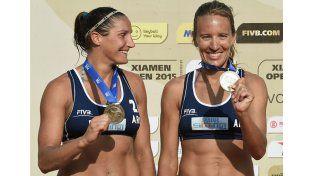 LA OTRA CONQUISTA. La dupla argentina sumó la primera medalla en la historia del beach en un Open. Fue en China.